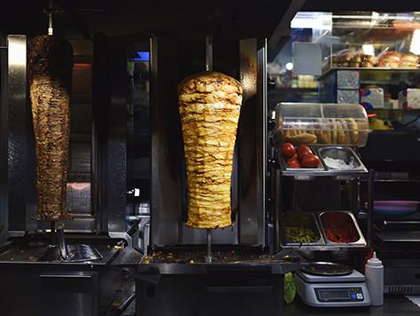 Devenez Incollable sur l'Origine du Kebab en 5 minutes !